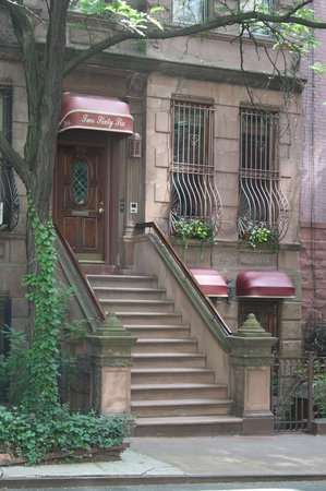 Inn New York City: 266 West 71 St.