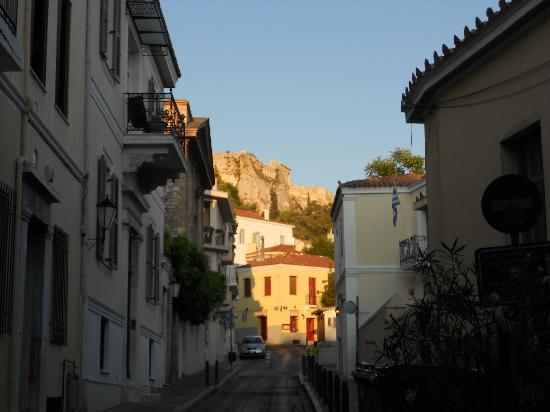 Hotel Nefeli: Early morning view of Acropolis from Adrianou Street