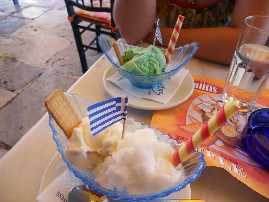 Hotel Nefeli: Yummy gelato in Plaka