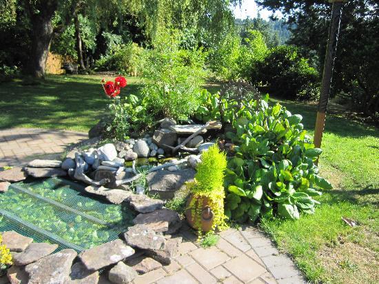 Seahurst Garden Studio: The relaxing garden