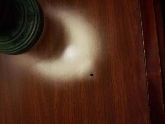 Comfort Inn Concord: the hole in the top of the dresser