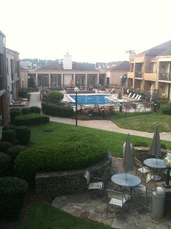 Courtyard by Marriott Augusta: Courtyard pool