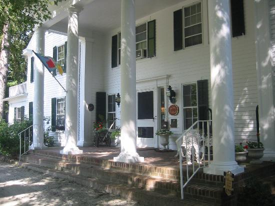 The Inn at Stockbridge: The main house in the Georgian style