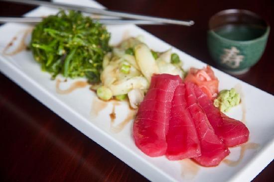 Fiddlers' Green: Tuna & Seaweed Salad Sashimi