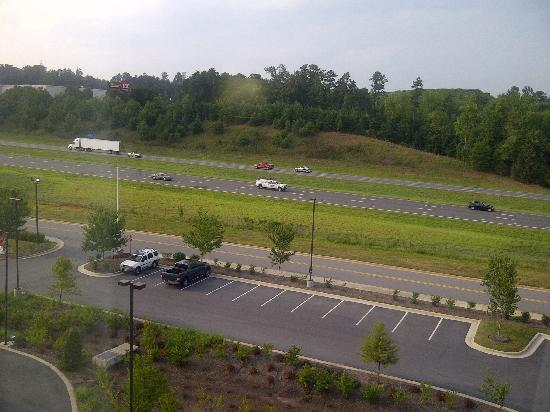 Hickory, Kuzey Carolina: View from my room - I-40