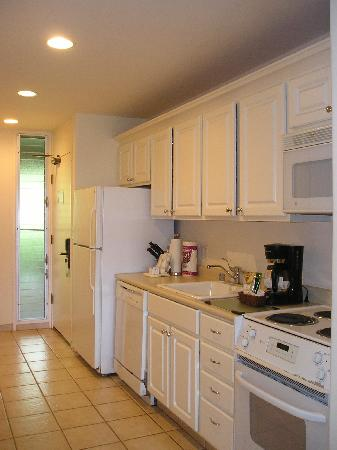Maui Eldorado: Kitchen area