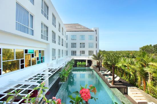 Mercure Bali Harvestland Kuta: Swimming Pool