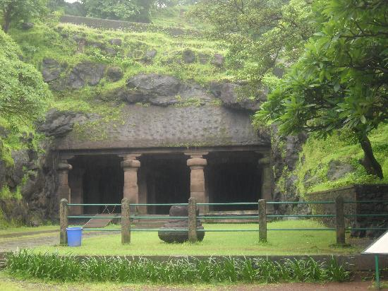 Elephanta Island, Índia: entrance to the cave