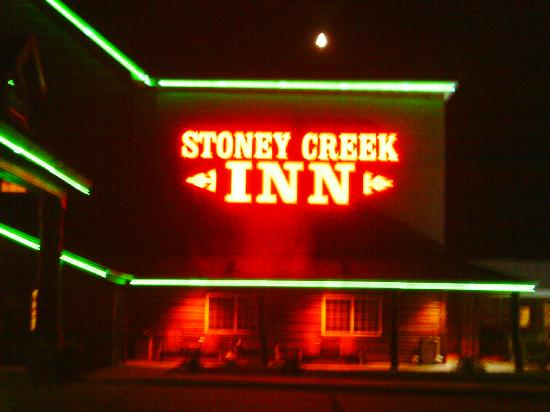 Stoney Creek Hotel & Conference Center  - Columbia: Night view!
