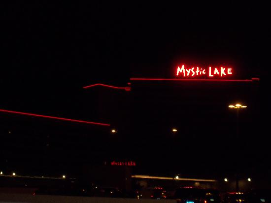 Mystic Lake Casino Hotel: Arriving late at Mystic Lake.