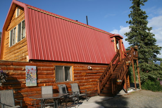 Tundra Rose Guest Cottages: Berries and Blossoms Cabin