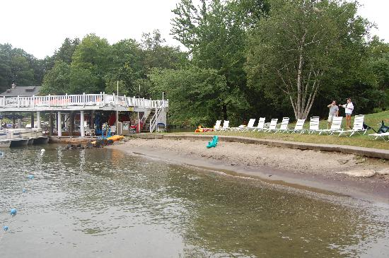The Villas On Lake George: Beach area and boat rental area - more sun bathing area above boat house