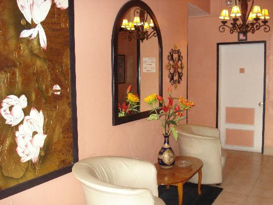Towne Hotel : sitting Area on each floor