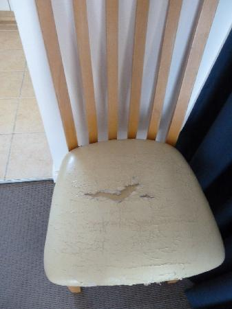 Beachcomber Resort Surfers Paradise : all the chairs were like this!