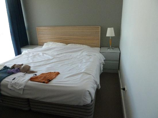 Beachcomber Resort Surfers Paradise: small cramped