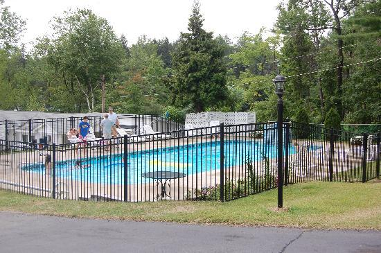 The Villas On Lake George: heated pool - VERY nice and well maintained