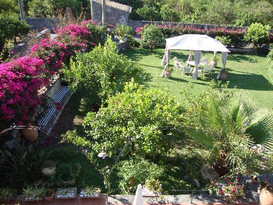 La Capanna Di Giuseppe: una parte del giardino