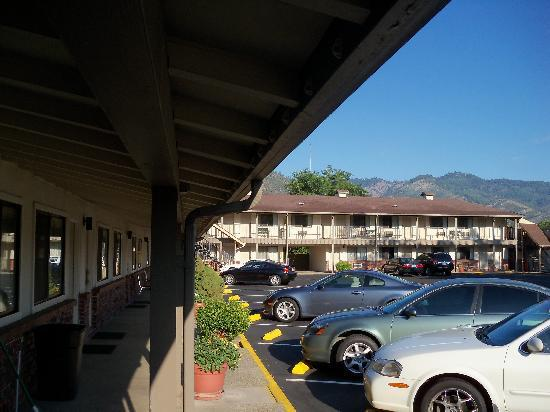 Klamath Motor Lodge : exterior view of the motel