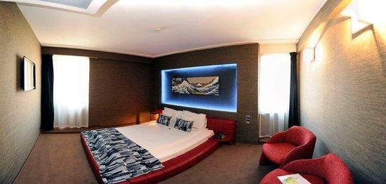 Plaza V & Plaza V Executive Hotel: Executive Suite