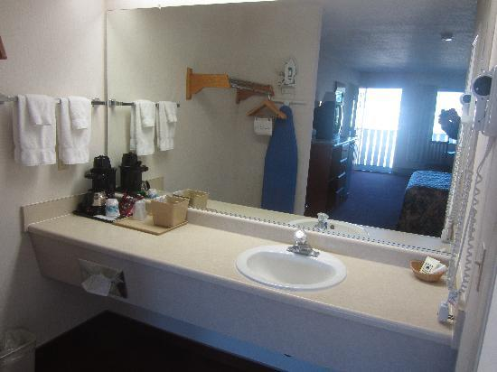 Brookings Inn: Sink area
