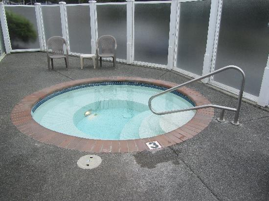 Brookings Inn: Hot Tub