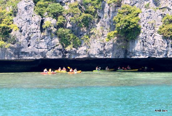 Mu Ko Ang Thong National Park: Kayaking in the caves