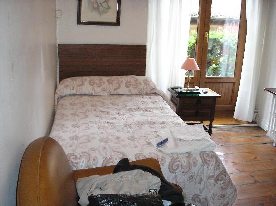 Pension Escaray : My single room for 20 euros