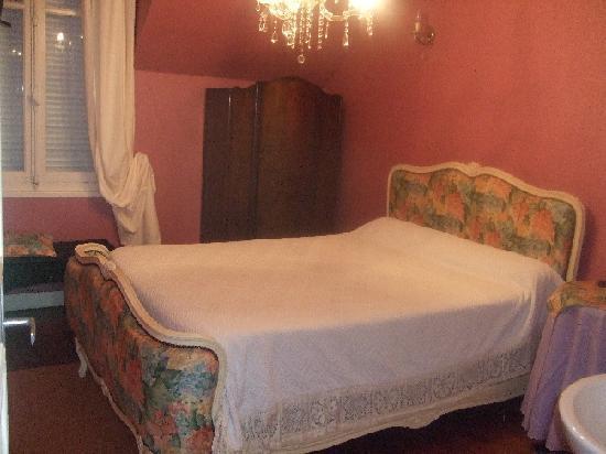 Relais de la Roseraie : Chambre Douche + Lavabo