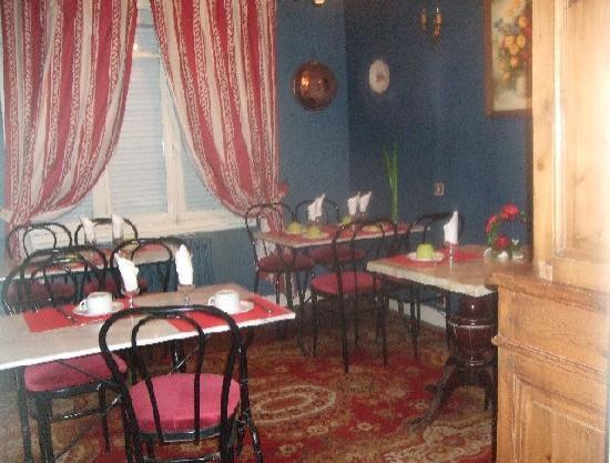 Relais de la Roseraie : La salle des petits déjeuners