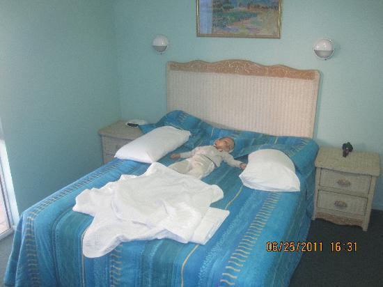 Alexandra Serviced Apartments : main bedroom