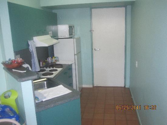 Alexandra Serviced Apartments : kitchen