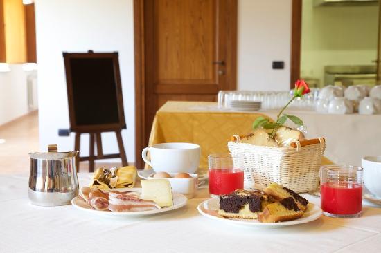 Pucci Country House: Potrete gustare la colazione, ma anche pranzo e cena nel nostro ristorante tipico.