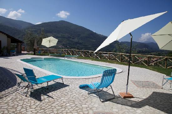 Pucci Country House: Altra foto della piscina
