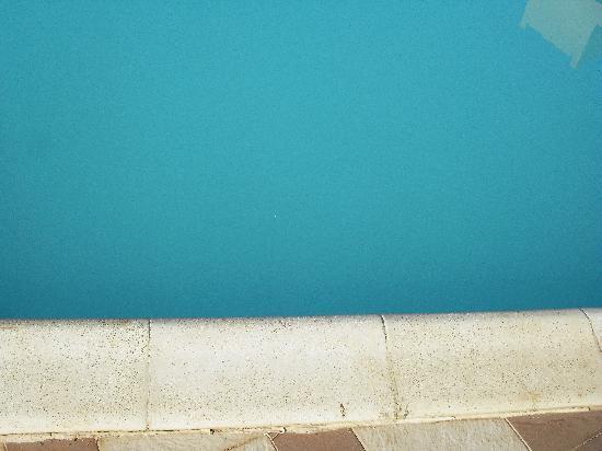 LABRANDA Aqua Fun Marrakech: 2nd main pool - cloudy and thick