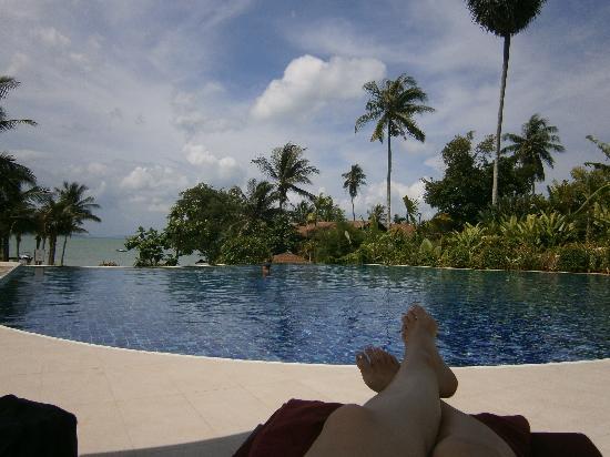 เดอะ วิลเลจ โคโคนัท ไอส์แลนด์ รีสอร์ท: Relaxing by the pool