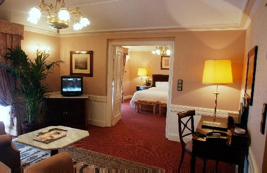 Hotel Maria Cristina, a Luxury Collection Hotel, San Sebastian: Hotel Maria Cristina San Sebastian. Suite