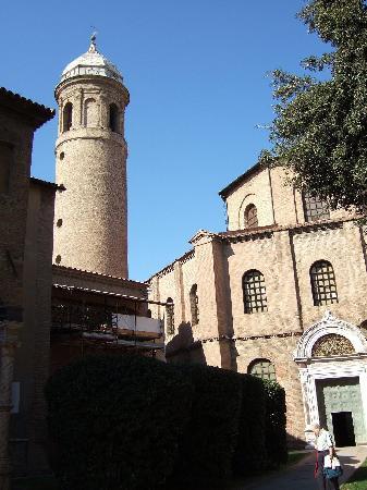 Basilica San Vitale: サン・ヴィターレ教会外観