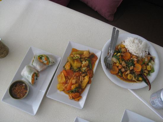 3rd street cafe & Guesthouse: Summer Rolls, Sweet & Sour, Cashew Nut