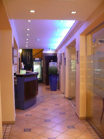 Mizpe Yam Hotel : Холл - рецепшн.
