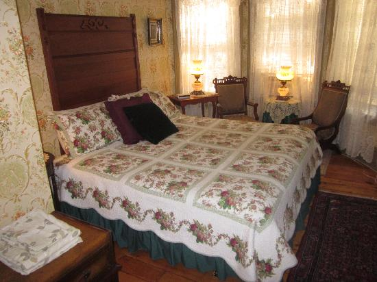 King George Inn: Just one of the rooms!