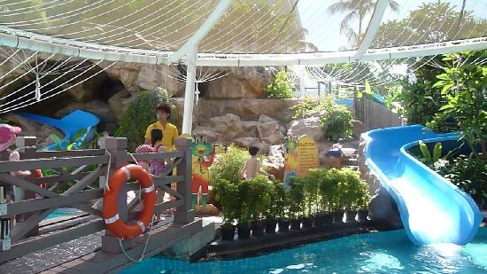 Kids Pool Picture Of Shangri La 39 S Rasa Sentosa Resort Spa Sentosa Island Tripadvisor