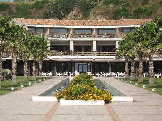 Capovaticano Resort Thalasso&Spa - MGallery by Sofitel: Allée de l'hôtel