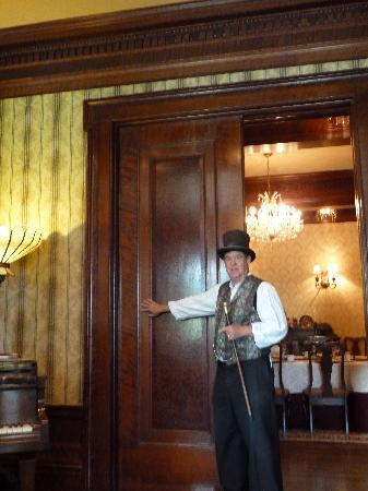 Napa Walking Tour : Inside Churchill Manor