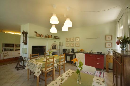 Montericco Bed&Breakfast: breakfast room with kitchenette