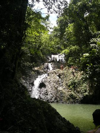 Scarborough, Tobago : 3 tiers of falls and some people about to jump in