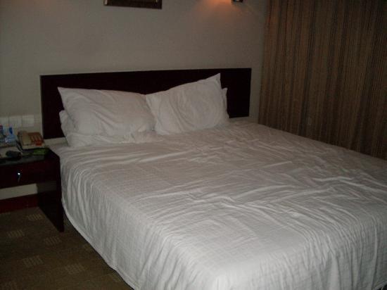Days Inn Forbidden City Beijing: bed
