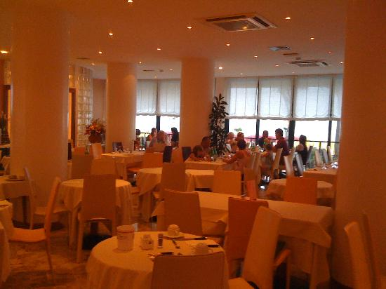 Termini Beach Hotel & Suites: dining room
