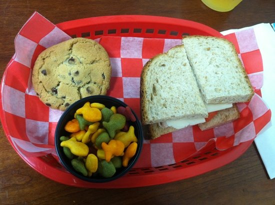 Shoofly Kitchen : kids pb&j with goldfish and a cookie for under $5