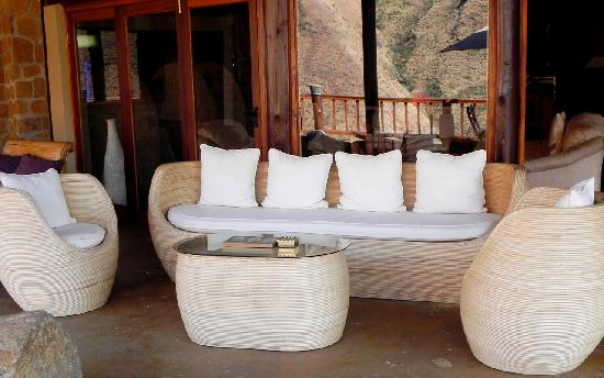 Maliba Mountain Lodge: Patio area