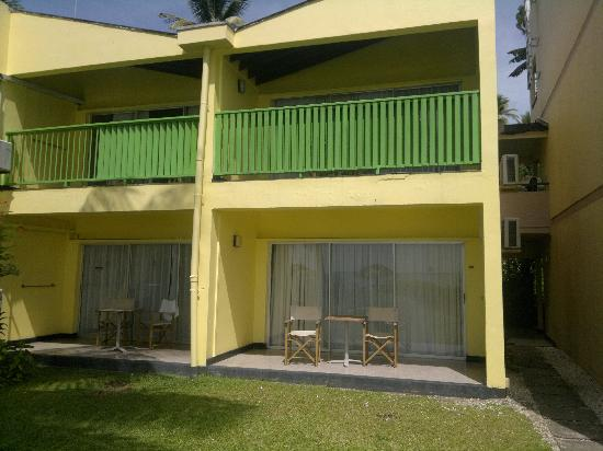 Plymouth, Tobago: ground floor room - sea 70 to 90 steps away